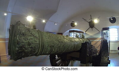 Ancient gun, firing cores
