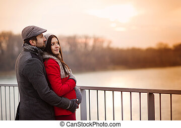 Winter pregnant couple - Young pregnant couple portrait in...