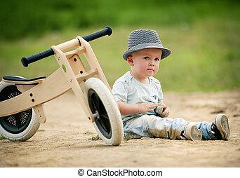 Menino, pequeno, triciclo, natureza