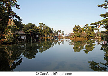 Kasumi pond and tea house in Kenroku-en