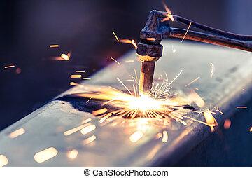 trabajador, corte, Acero, tubo, Utilizar, metal, antorcha,...