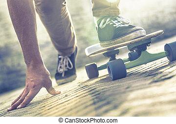 Skateboarder, equitación, monopatín