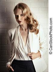 retro hair waves - Fashion shot of a glamorous blonde woman...