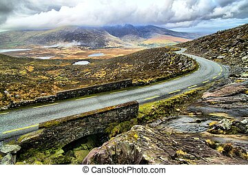 Road in hills of Dingle peninsula - Beautifull pass in hills...