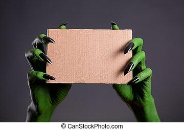 pedaço, pregos, verde, segurando, mãos, pretas, papelão,...