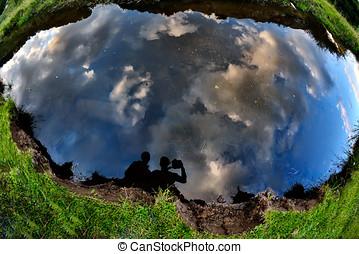 reflexión, foto, toma, joven, agua, su, pareja