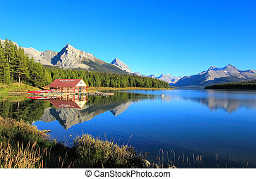 Maligne lake in Jasper national park, Alberta, Canada -...