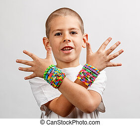 Loom band bracelets - Kid wearing loom band bracelets