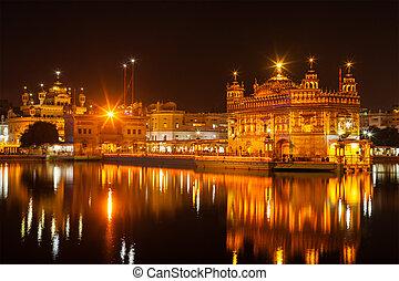 Golden Temple, Amritsar - Sikh sacred site gurdwara Sri...