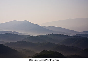 smoky mountains hazy blue skies and the smoke or fog line