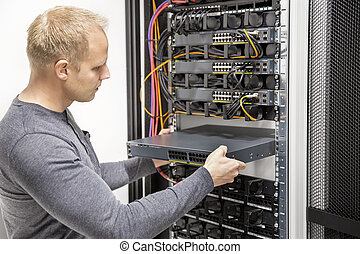 IT consultant build network racks in datacenter - IT...