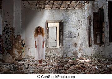 fantasma, mulher, em, abandonado, casa,