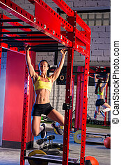 toes to bar woman pull-ups 2 bars - Toes to bar woman...