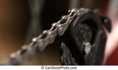 Gear chain linkage turning around - Greasy gear chain...