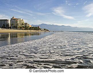 Pacific Ocean beach in Mexico - Wide Pacific Ocean beach in...