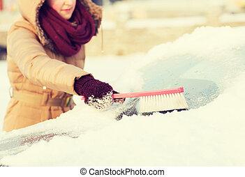 mujer, limpieza, nieve, De, coche, espalda, ventana,