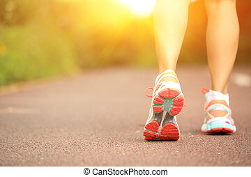 young fitness woman legs on trail - young fitness woman legs...
