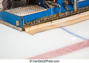 The machine for resurfacing ice in stadium - Machine for...