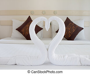 bed - Nice pillows on a contemporary bed