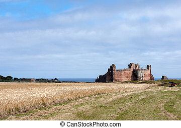 View of Tantallon Castle ruins near North Berwick