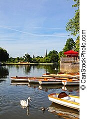River Avon, Stratford-upon-Avon - Rowing boats and swans on...