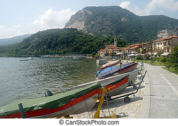 shore of Lago Maggiore with boats
