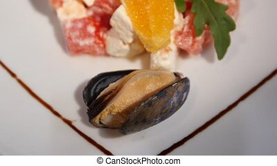 Mussel lay down in a salad.