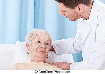 fisioterapista, anziano, signora, lei
