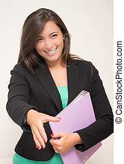 Regard - A woman in the office greets smiling