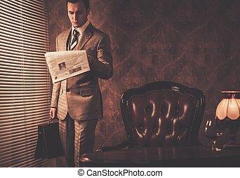 bien vestido, hombre de negocios, lectura, periódico,