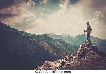 mujer, excursionista, en, Un, cima, de, Un, mountain, ,