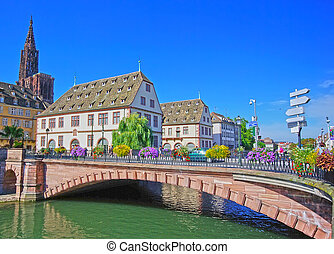 Beautiful Strasbourg view with a bridge and historic...