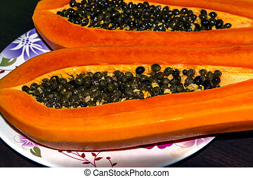 Ripe Papaya Seeds - Ripe Papaya Seeds in cut of the fruit