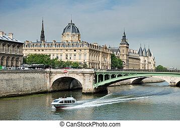 Pont Notre Dame. - Pont Notre Dame across the River Seine.