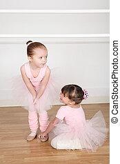 Ballet Friends - Beautiful little ballet dancers at the...