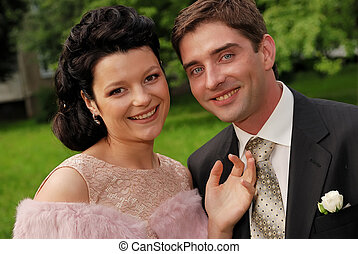 Close-up portrait of young smiling couple outdoors -...