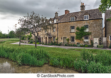 Cottages with Eye River in Lower Slaughter, Cotswolds, UK