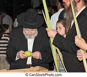 Big market on the eve of Sukkot - BENE - BERAK, ISRAEL -...