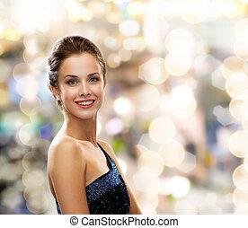 sonriente, mujer, en, tarde, Vestido,