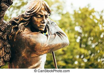 estátua, de, arcanjo, michael, com, Estendido, asas,...