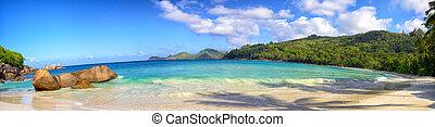 Seychelles beach panorama - Panoramic view of Anse Takamaka...