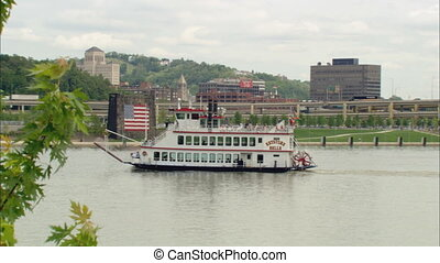 Keystone Belle Steamboat - Zoom in from LS across the Ohio...