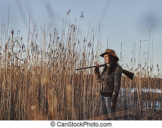 Female duck hunter - Waterfowl hunting, female hunter carry...
