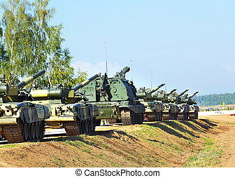 Military convoy - Column of tanks, self-propelled artillery...