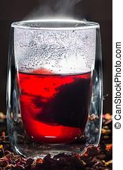 Glas mit Tee - Teeglas mit heiem, leckerem Tee