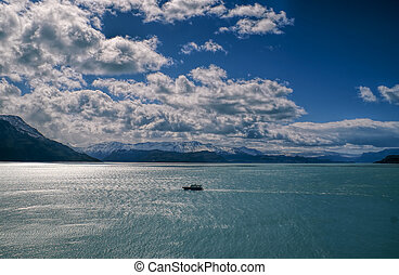 Los Glaciares National Park - Picturesque view of a ship...