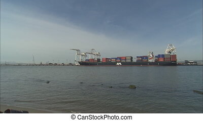 Port Of Oakland_XLSTurquoisemov - XLS across bay to APL...