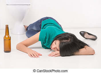 bêbado, mulher, mentindo, ligado, Banheiro, floor.,...