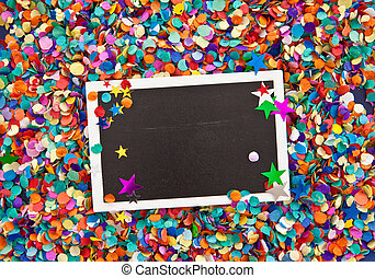 Little chalkboard on confetti - Little chalkboard on a...