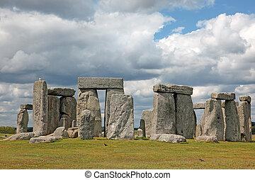 Stonehenge, histórico, sitio, en, verde, pasto o...
